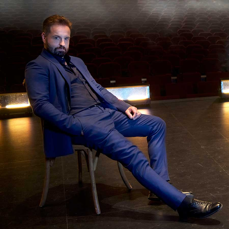 Alfie Boe Brings It Home to Broadway!